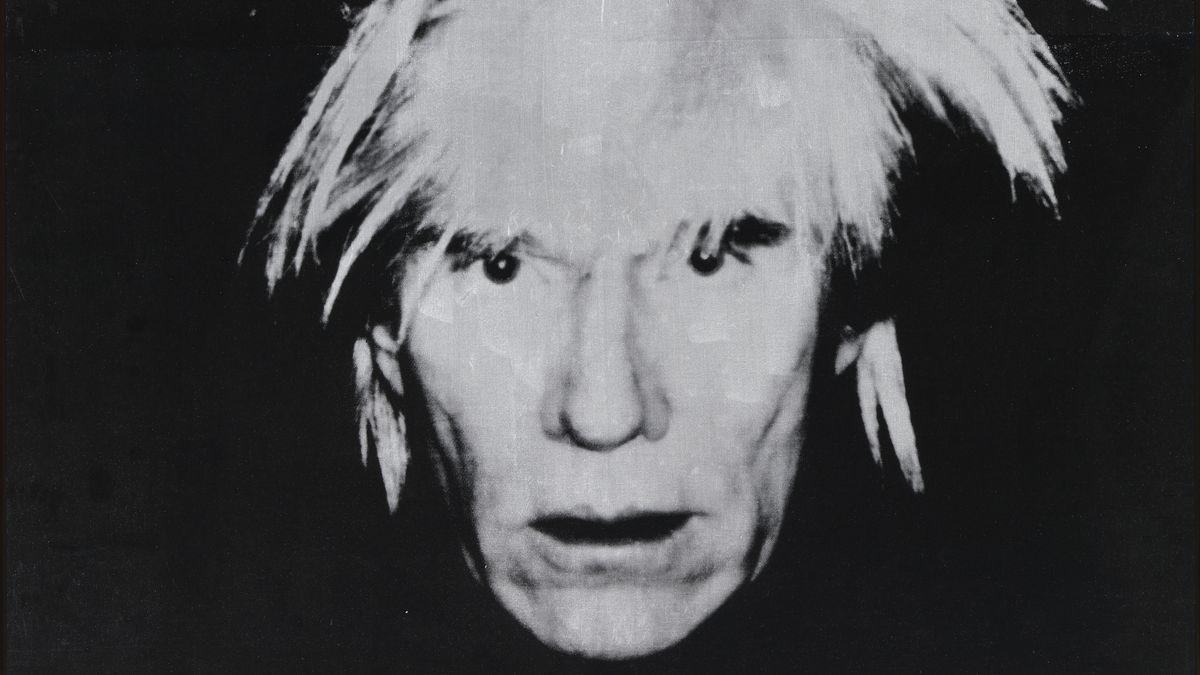 Schwarzweiß-Foto von Andy Warhols Gesicht