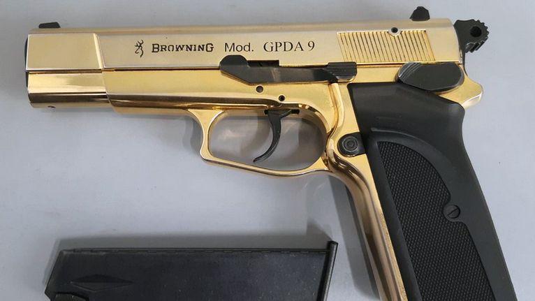 Mit dieser Waffe wurde die 15-Jährige im Zug nach Regensburg aufgegriffen.
