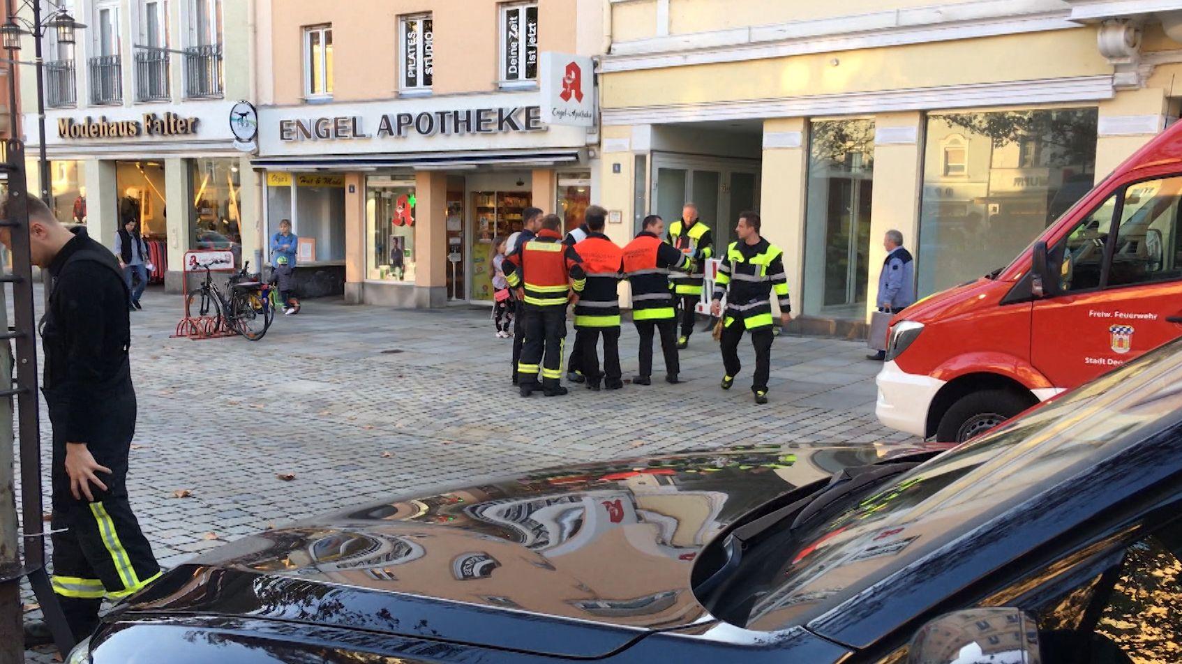 Großeinsatz auf dem Deggendorfer Stadtplatz wegen eines unbekannten Pulvers