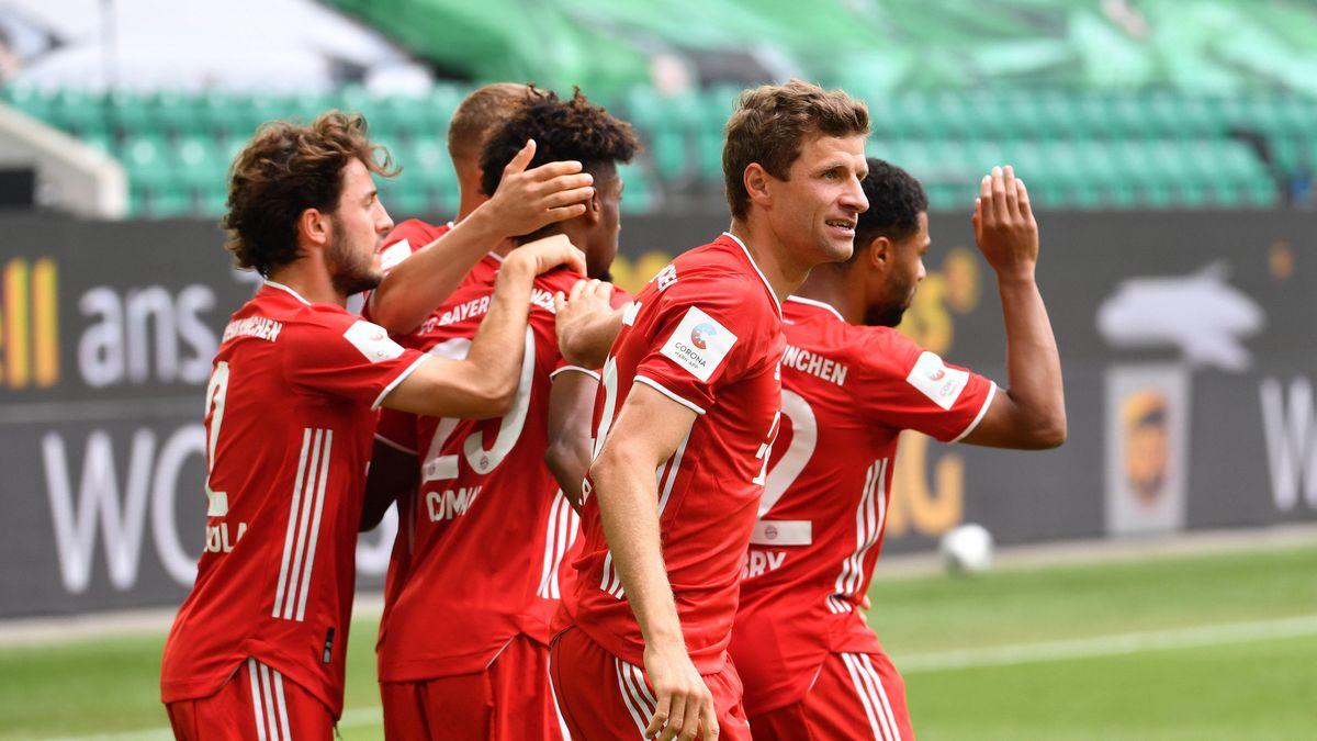 FC-Bayern-Spieler nach dem 1:0 in Wolfsburg