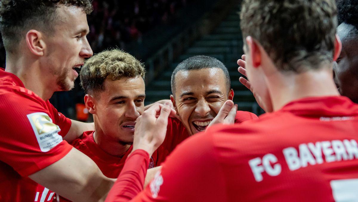 FC-Bayern-Spieler mit Ivan Perisic (links) und Thiago (2.v.r.)