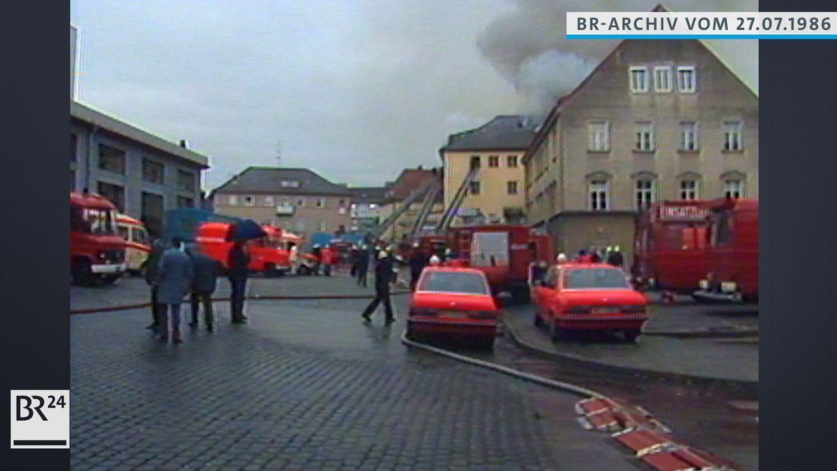 Brand im Löwenbräukeller, die Feuerwehr ist mit vielen Löschfahrzeugen vor Ort