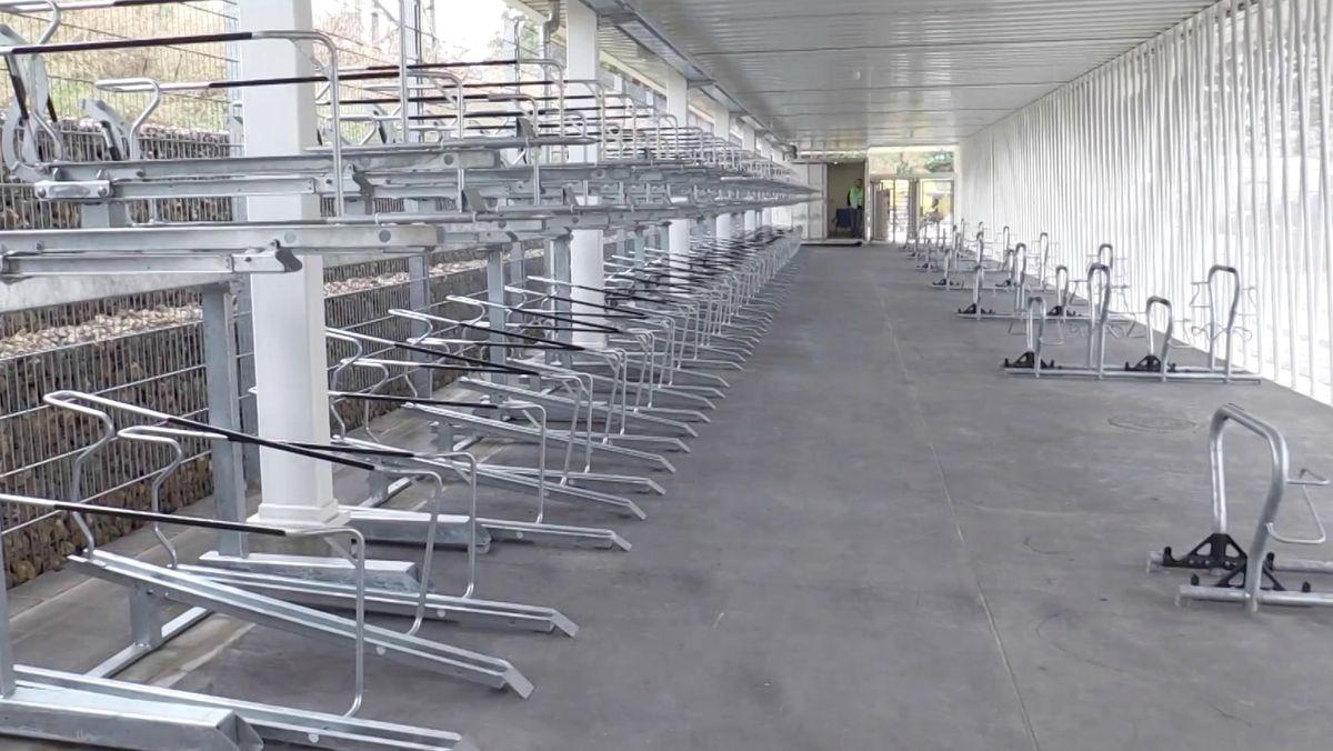 Für Fahrradfahrer gibt es am Nürnberger Hauptbahnhof einen neuen Fahrradspeicher.
