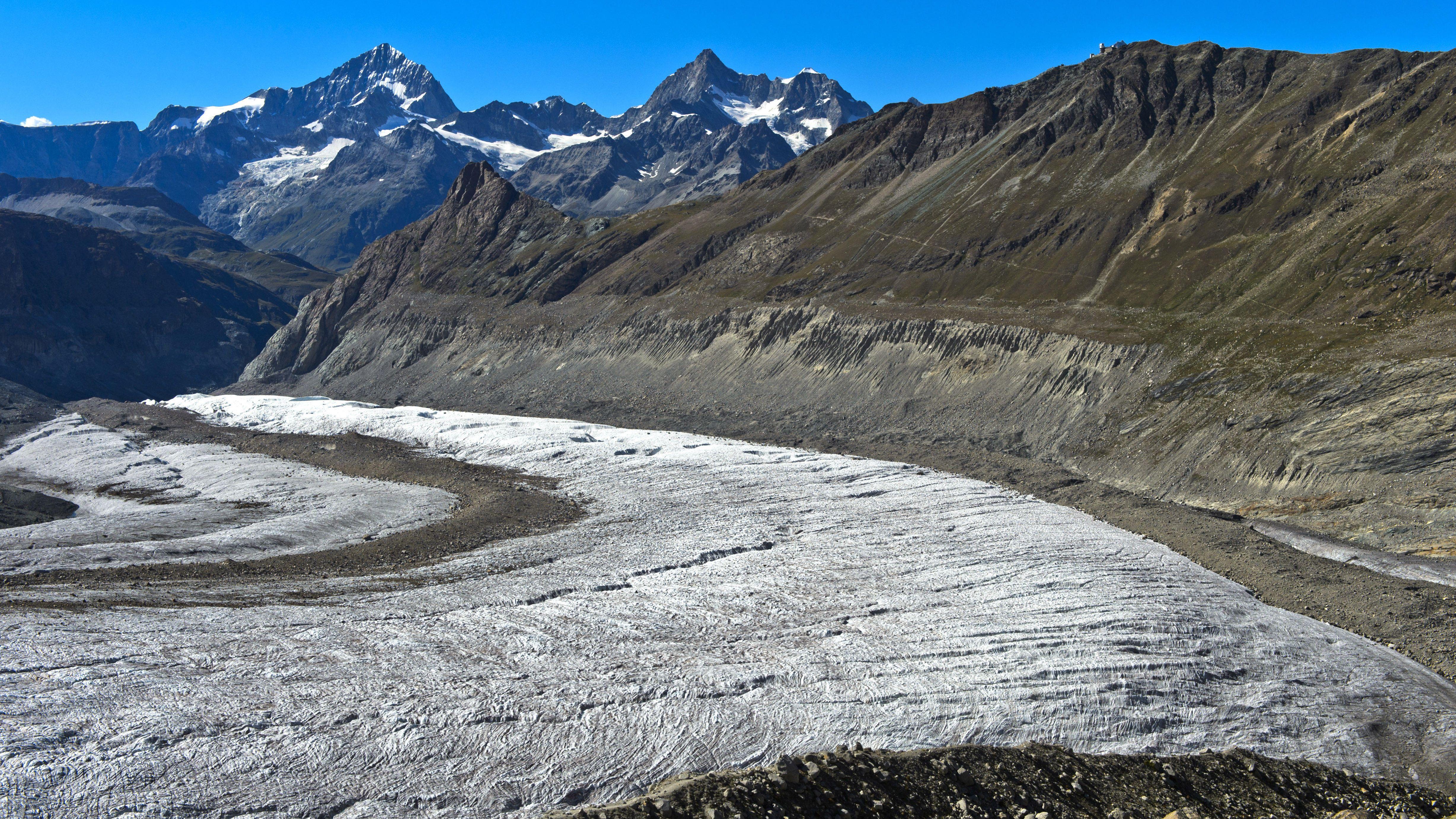 Blick ueber den Gornergletscher auf Dent Blanche, Ober Gabelhorn und Wellenkuppe, Zermatt, Wallis, Schweiz