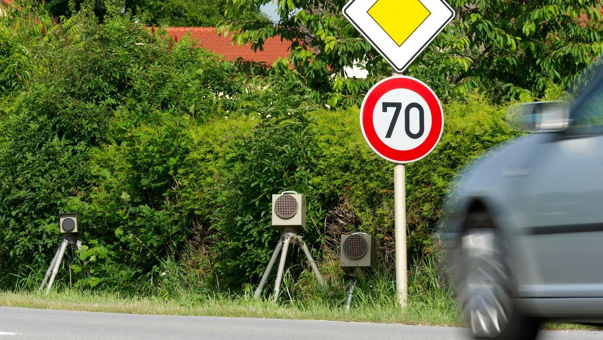 Blitzgeräte an einer Straße in Niederbayern