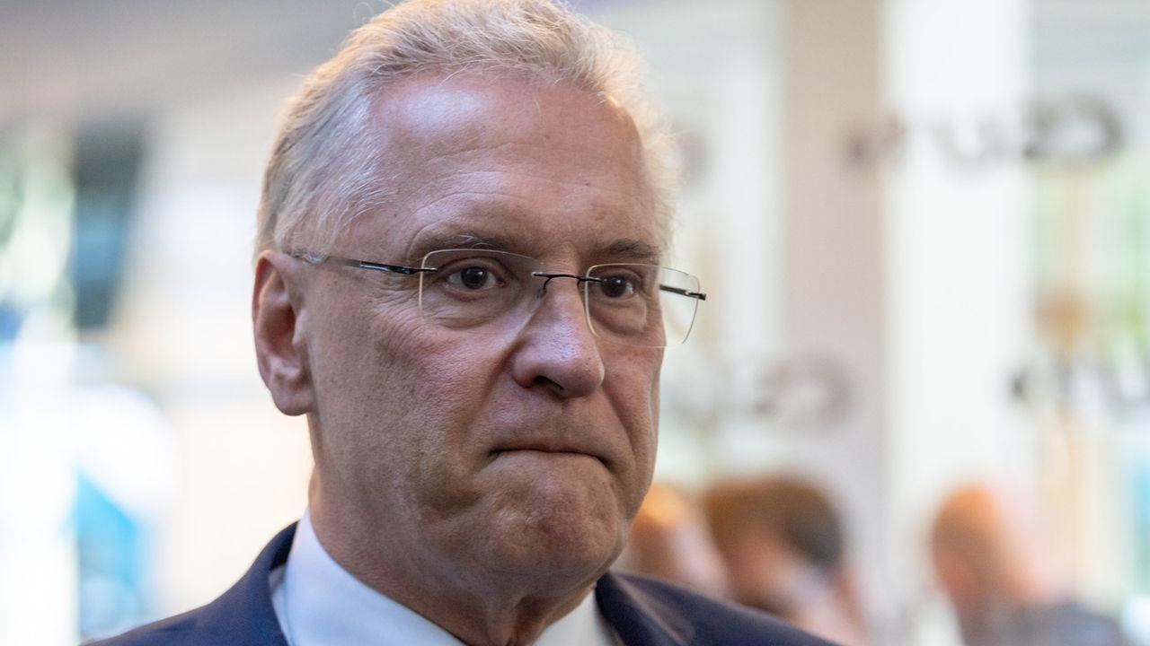 """Bayerns Innenminister Herrmann (CSU) fordert Null-Toleranz für die Absender von Droh-Nachrichten - und """"vollste Härte des Rechtsstaates""""."""