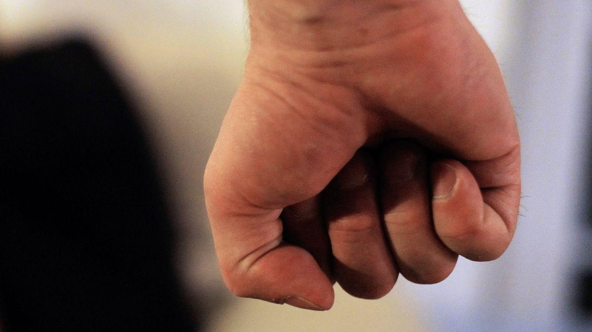 Polizei und Justiz wollen gegen häusliche Gewalt vorgehen.