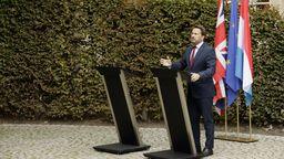 Xavier Bettel,Premierminister vonLuxemburg spricht auf einer Medienkonferenz neben einem leeren Rednerpult.   Bild:dpa-Bildfunk/Olivier Matthys