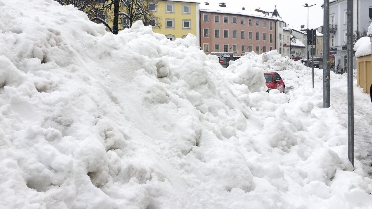 Traunstein kämpft gegen die Schneemassen.