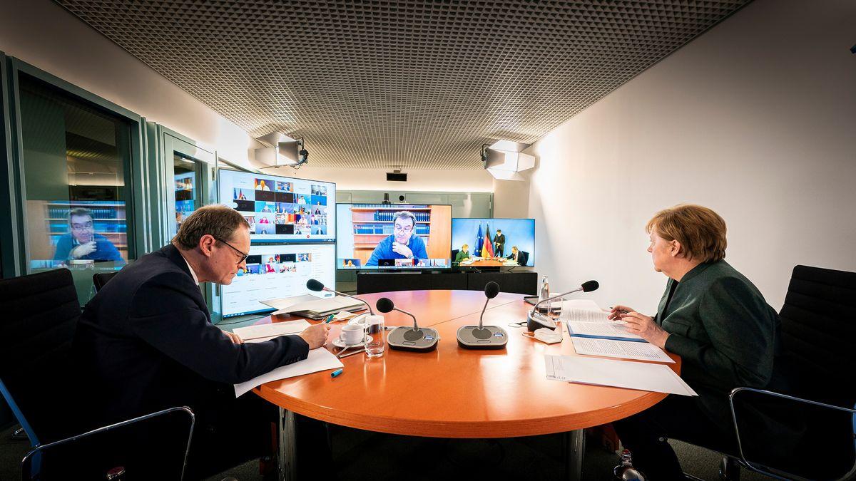 Angela Merkel and Berlins Bürgermeister Michael Mueller während der Schalte zum Beratung mit den Ministerpräsidenten der Länder