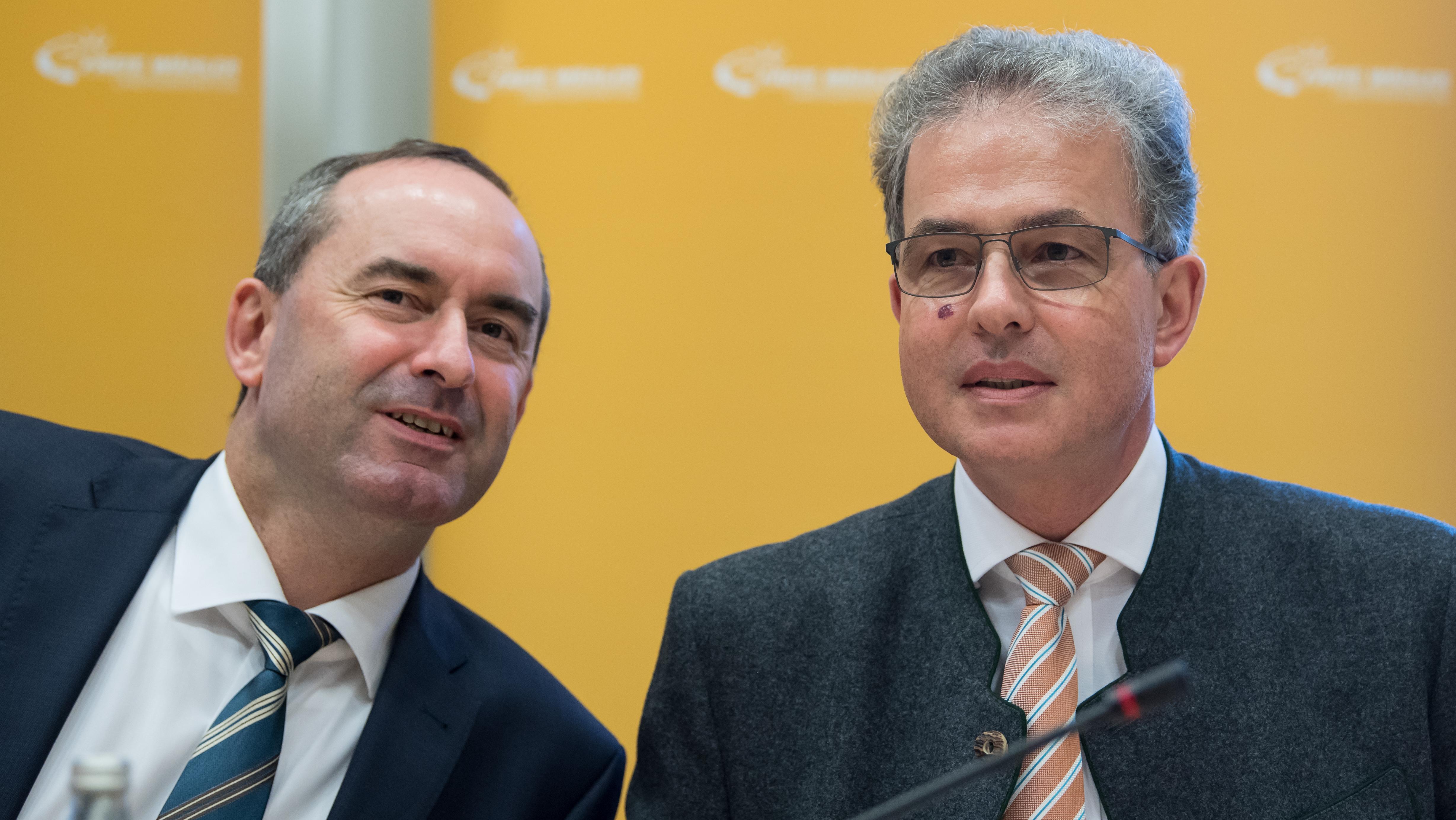 Hubert Aiwanger (l) und Florian Streibl (r)