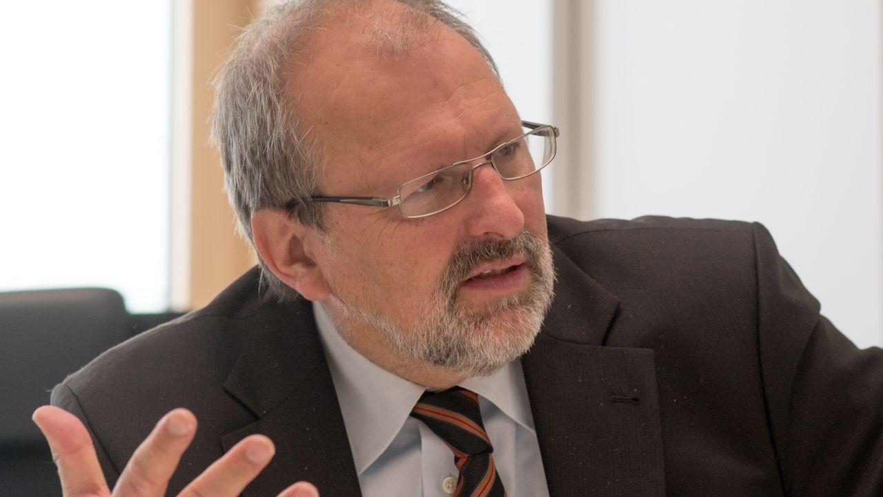 Lehrerverbandspräsident Heinz-Peter Meidinger äußert sich im BR-Gespräch zum Vorfall in Weiden: Eine Lehrerin wurde von einer Mutter angegriffen.
