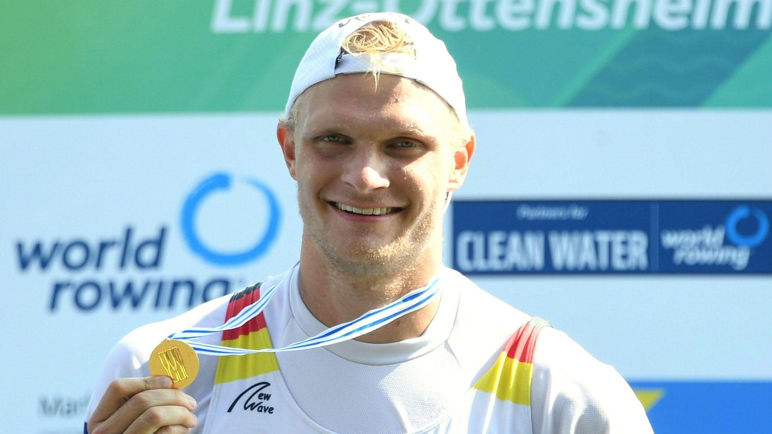 Ruder-Weltmeister Oliver Zeidler mit Goldmedaille