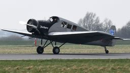 Nachbau der Junkers F13 landet am Bremer Flughafen | Bild:dpa