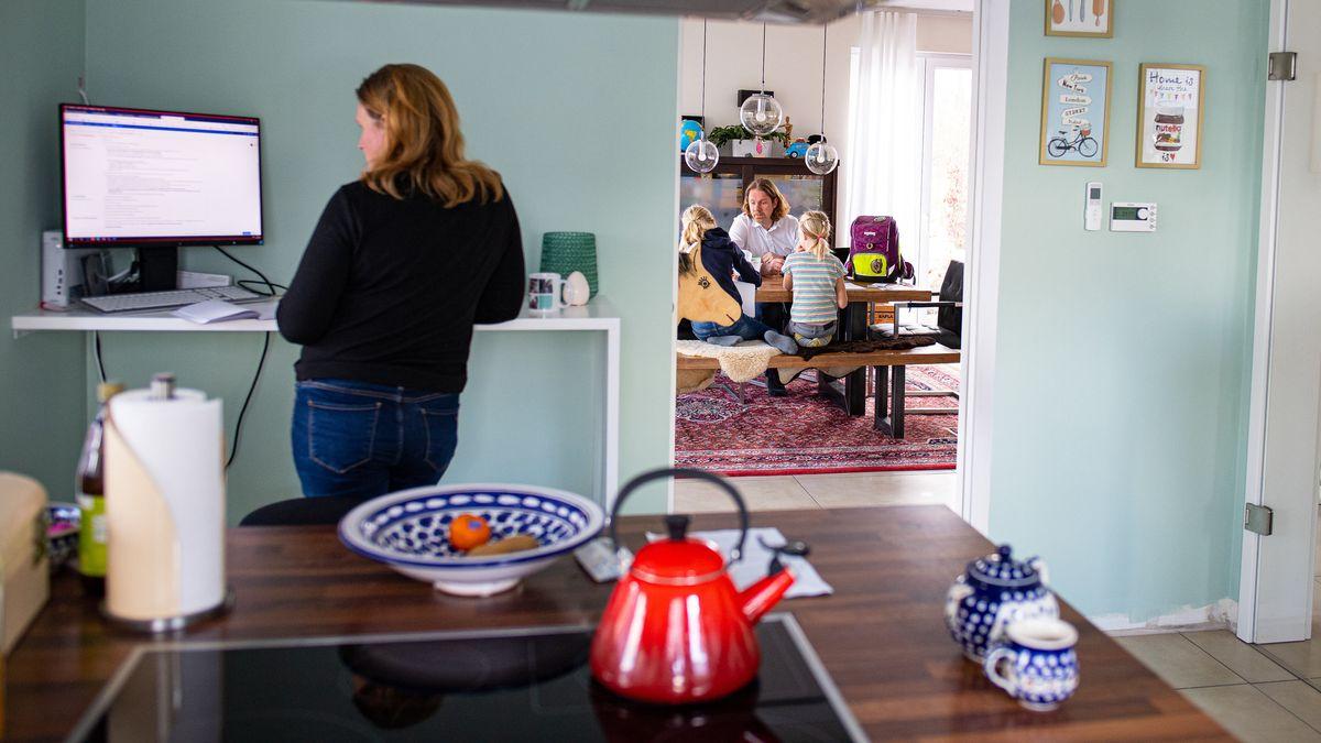 Homeoffice in der Küche (Symbolbild)