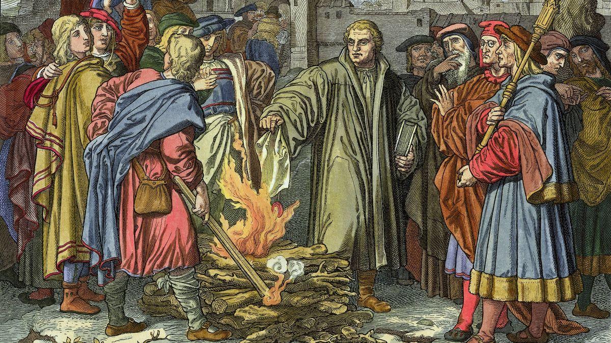 Martin Luther verbrennt die päpstliche Bannbulle