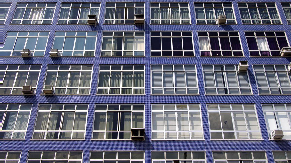 Wer kann sich Klimaanlagen leisten? Durch den Klimawandel könnten Fassaden mit Klimaanlagen, wie hier in Rio, auch hierzulande häufiger werden.