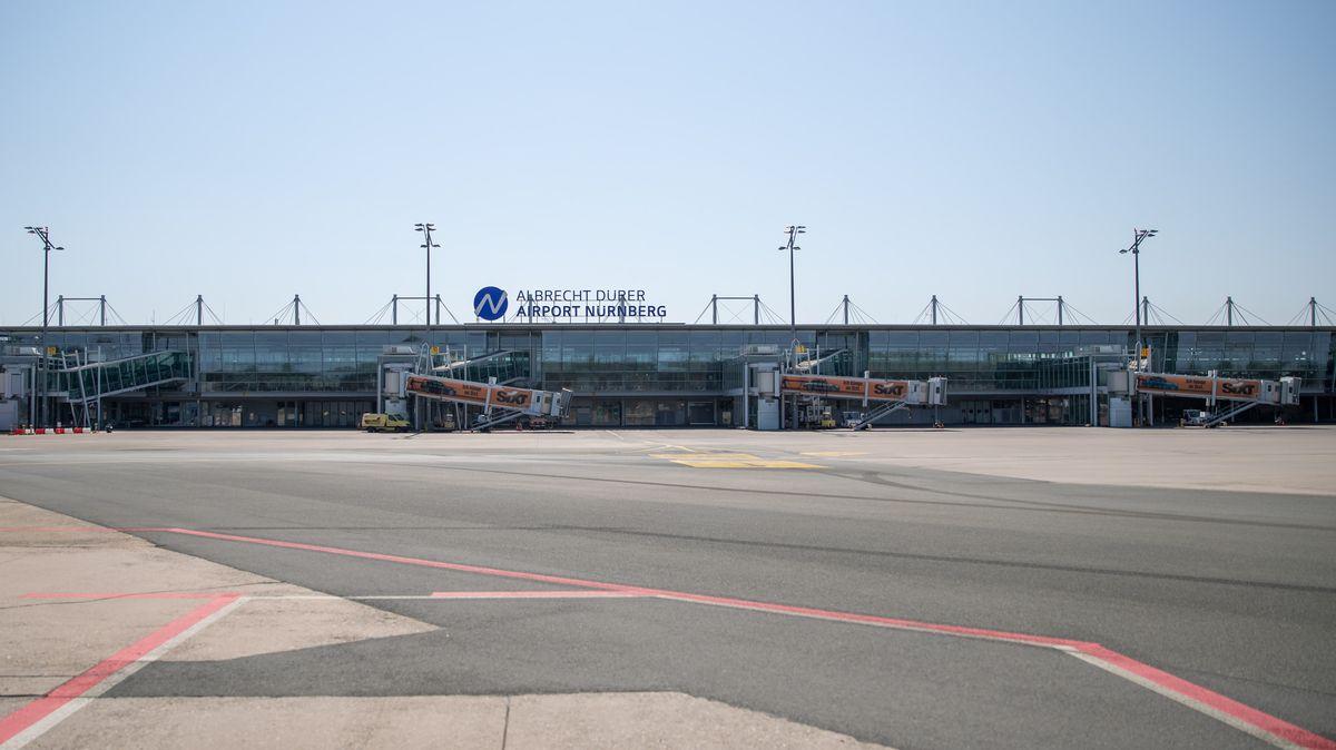 Das leere Rollfeld des Albrecht-Dürer-Airports Nürnberg.