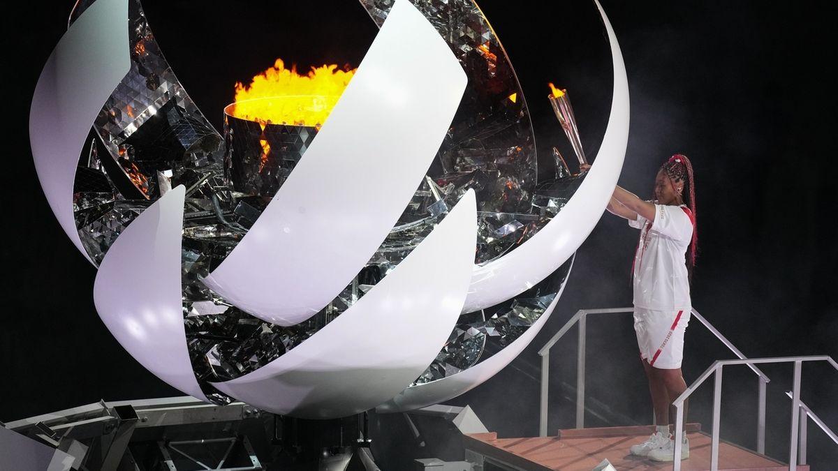 Naomi Osaka entzündet das olympische Feuer