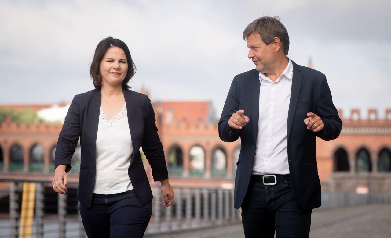 Annalena Baerbock (l.) und Robert Habeck (r.), die Bundesvorsitzenden von Bündnis 90/Die Grünen