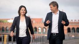 Annalena Baerbock (l.) und Robert Habeck (r.), die Bundesvorsitzenden von Bündnis 90/Die Grünen  | Bild:Kay Nietfeld/dpa