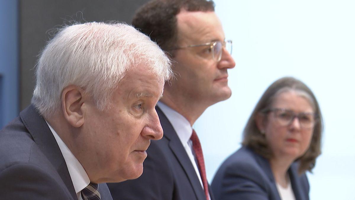 Bundesinnenminister Horst Seehofer (CSU) und Bundesgesundheitsminister Jens Spahn (CDU)