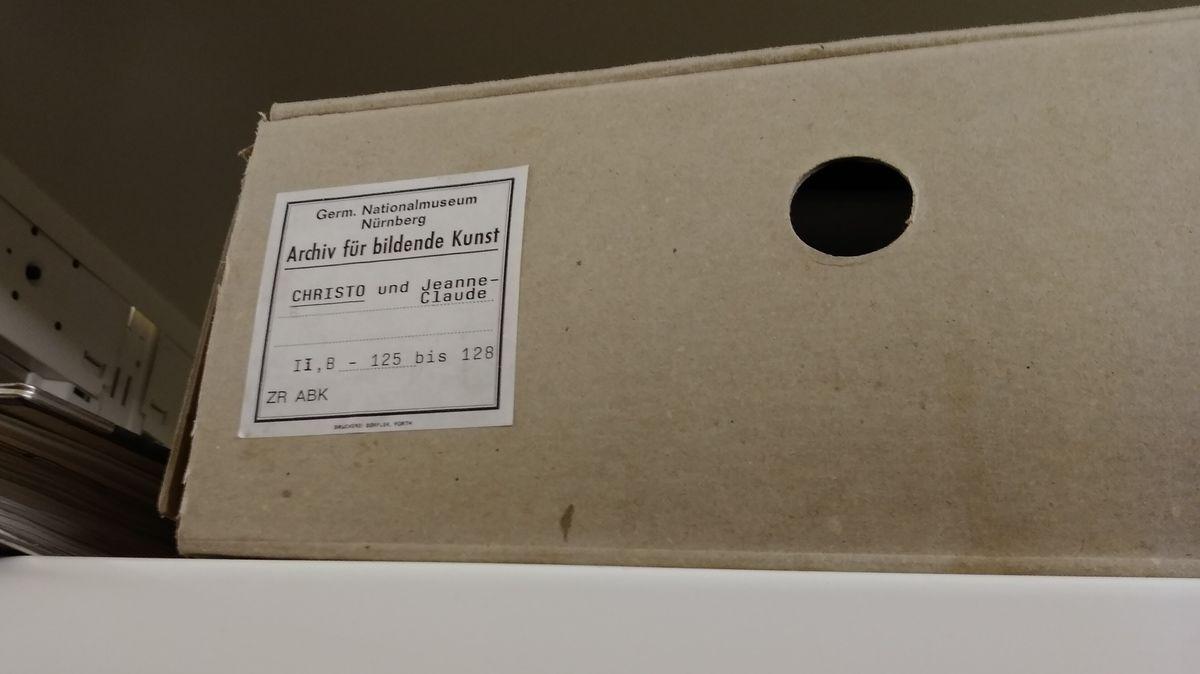 Archivbestände zu Christos Reichstagsverhüllung im Germanischen Nationalmuseum