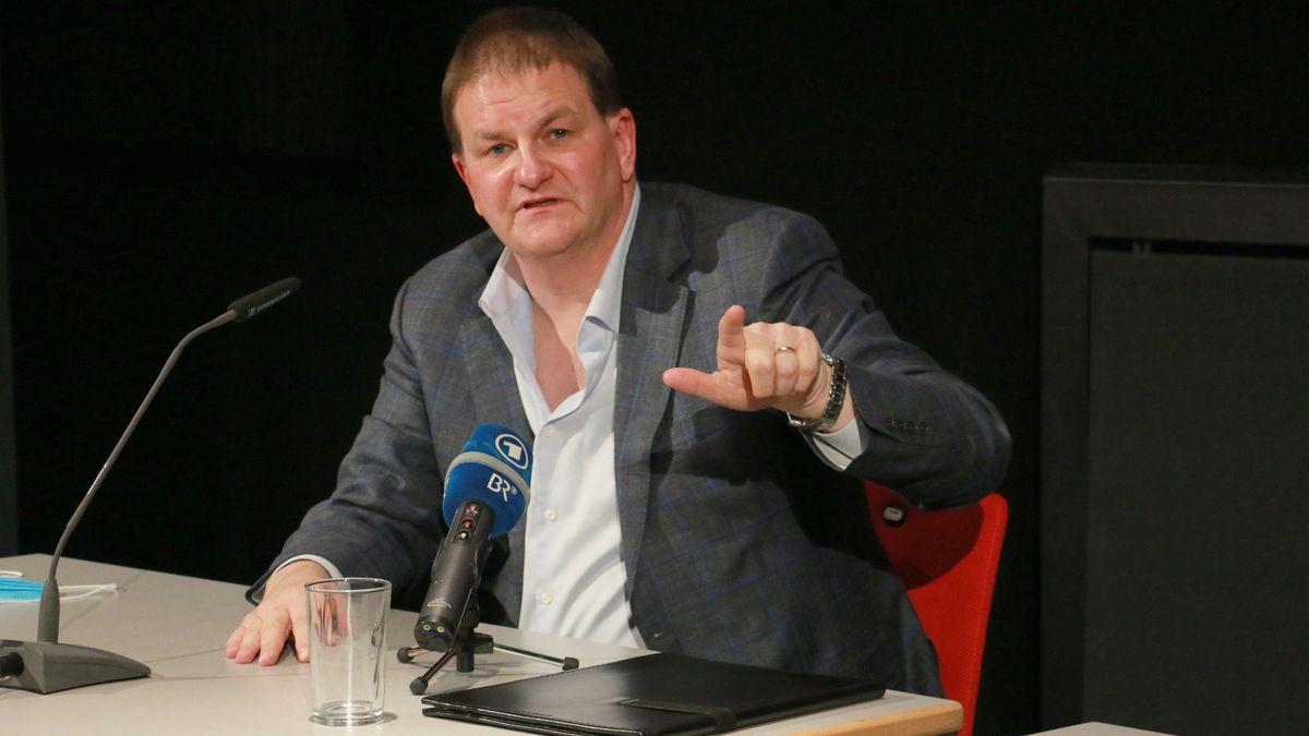Der Sänger Wolfgang Ablinger-Sperrhacke bei der Pressekonferenz