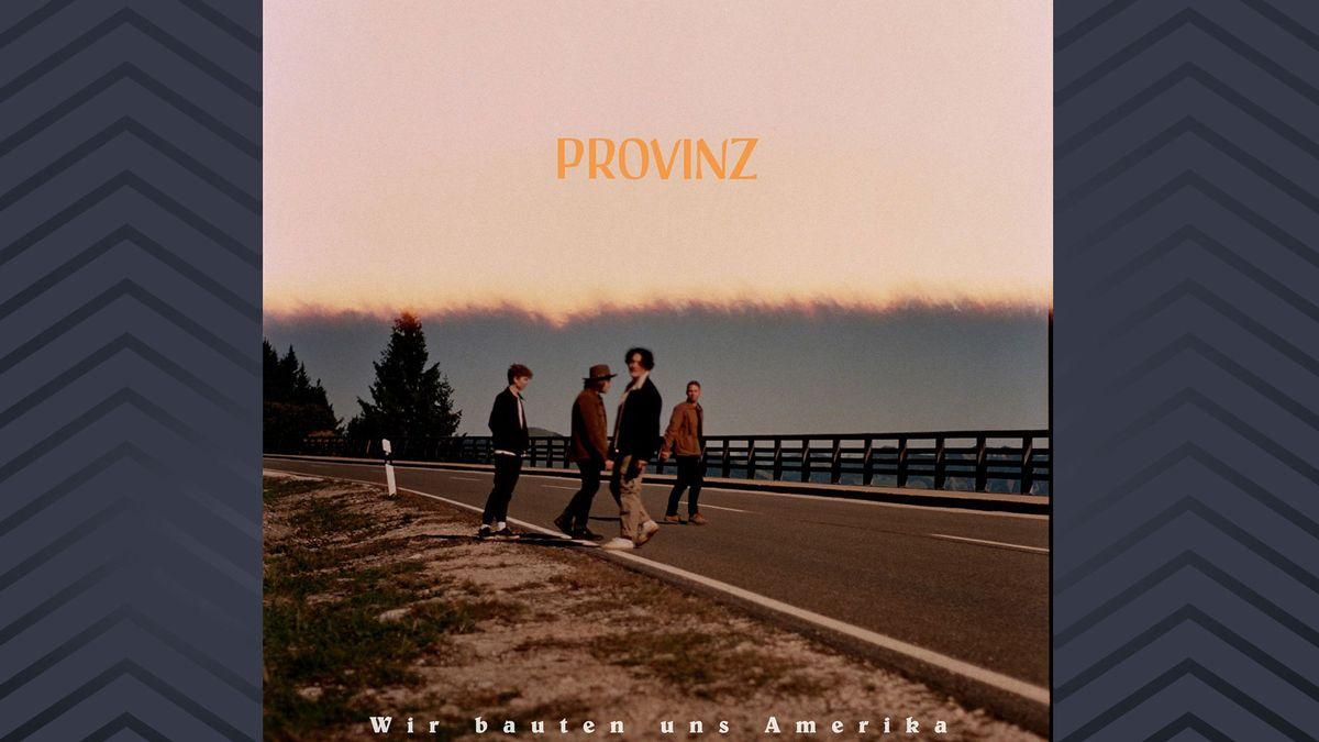 """Auf dem Cover ihres Albums """"Wir bauten uns Amerika"""" stehen die vier Bandmitglieder von Provinz auf einer Straße"""