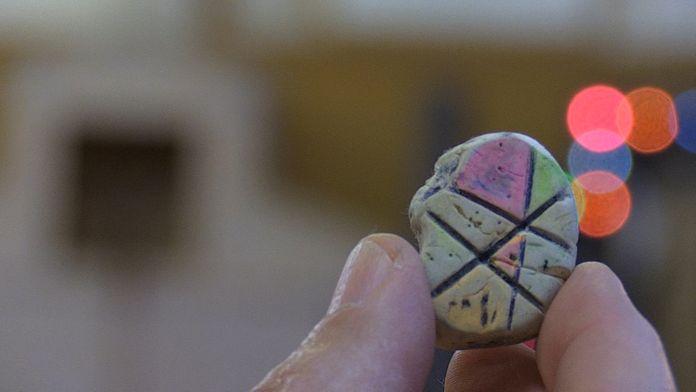 Ein Radiergummi aus der Sammlung erinnert an den Künstler Piet Mondrian.