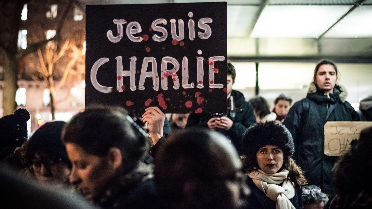 Pariser gedenken der Opfer nach dem Anschlag auf die Redaktion von Charlie Hebdo