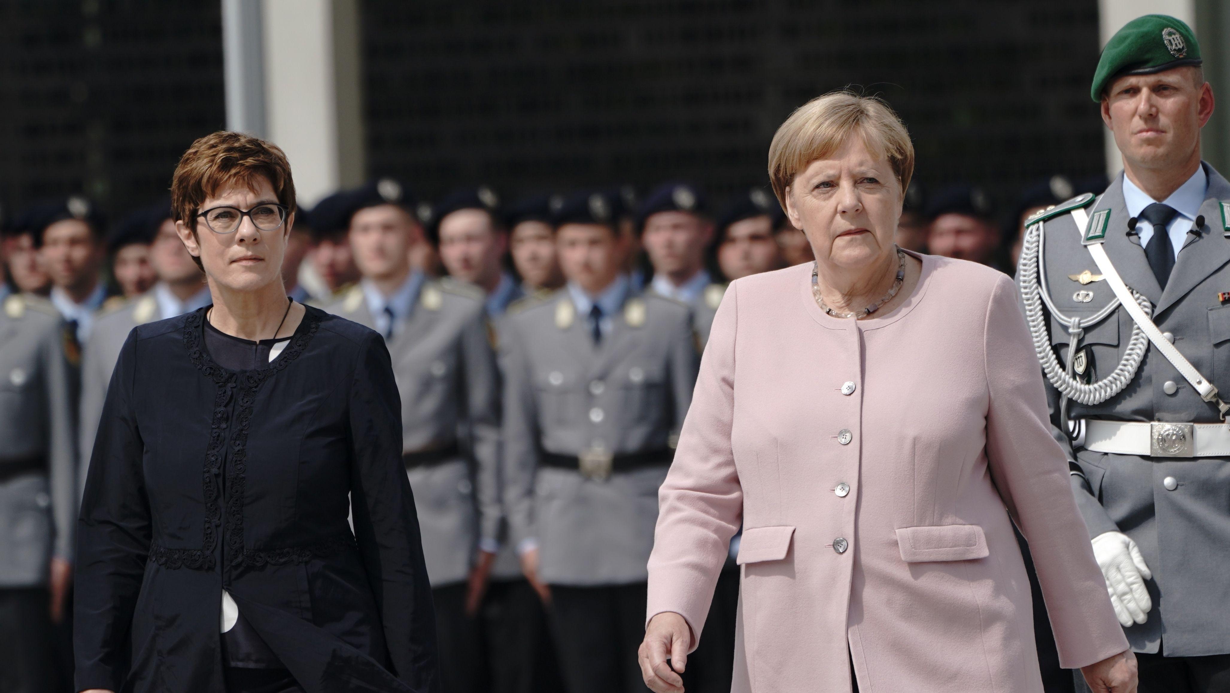 Karrenbauer und Merkel beim Festakt zum 20. Juli im Bendlerblock