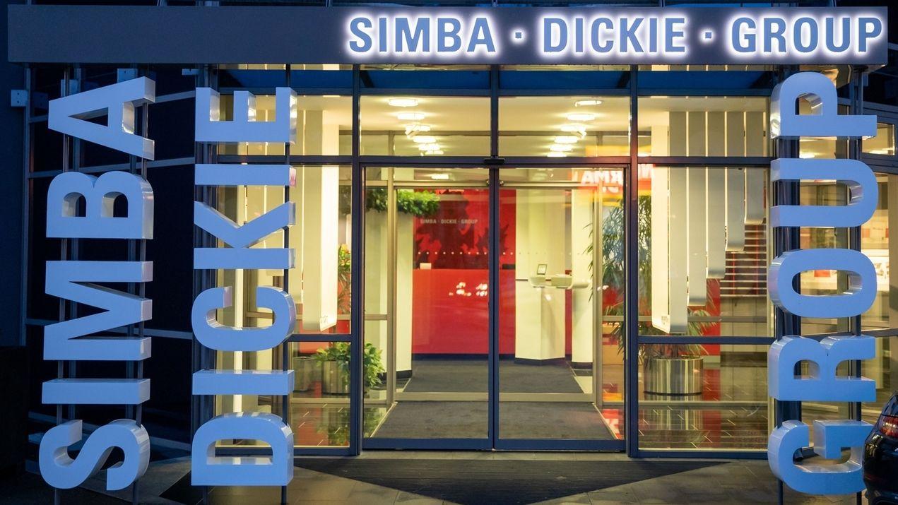 Außenansicht vom Sitz der Simba Dickie Group in Fürth-Stadeln.