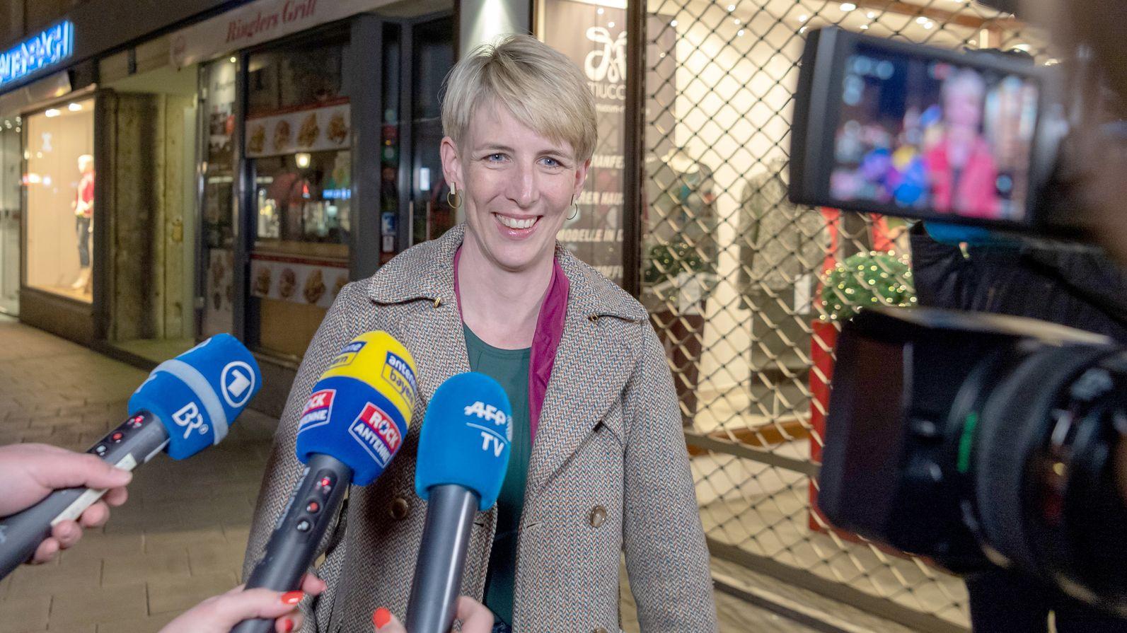 Katrin Habenschaden, Oberbürgermeisterkandidatin der Grünen, gibt ein Statement zur bayerischen Kommunalwahl.