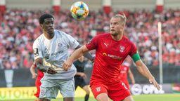 Spielszene Hallescher FC - FC Bayern II