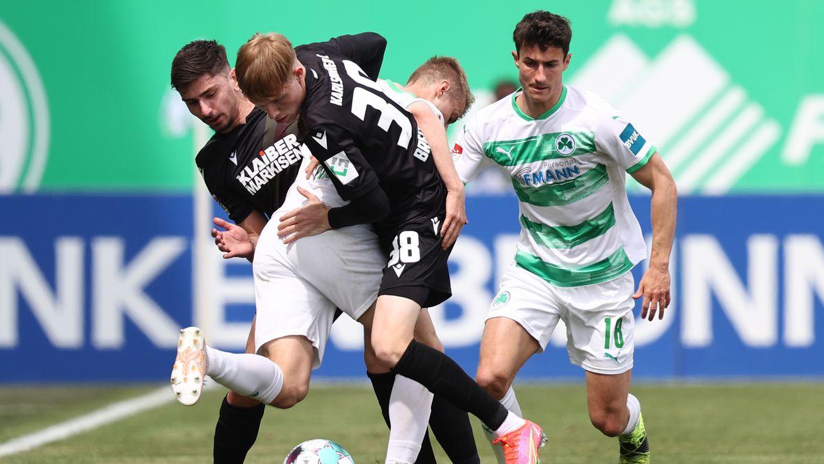 Spielszene SpVgg Greuther Fürth - Karlsruher SC
