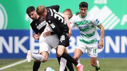 Spielszene SpVgg Greuther Fürth - Karlsruher SC   Bild: Daniel Karmann/dpa