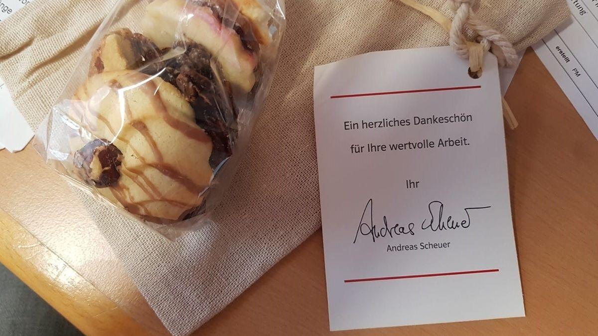 Plätzchentüte mit Grußworten von Bundesverkehrsminister Andreas Scheuer aus Passau