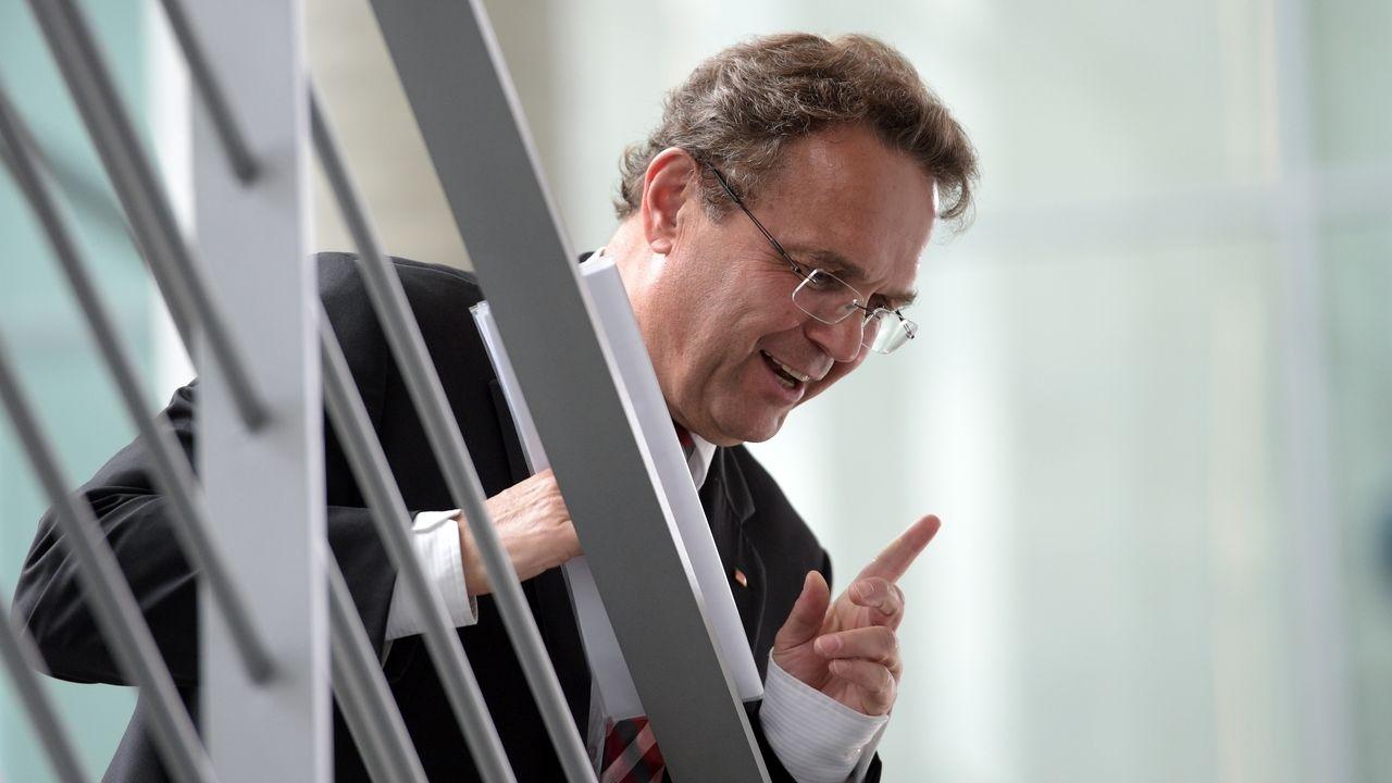 Ex-Bundesinnenminister Hans-Peter Friedrich wurde in Bamberg erneut zum Bezirksvorsitzenden der CSU in Oberfranken gewählt.