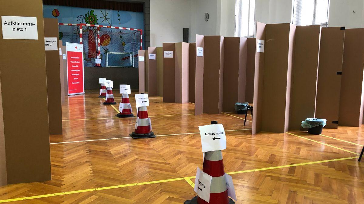 Testzentrum Tirschenreuth. Fünf Prozent der Bevölkerung im Kreis Tirschenreuth dazu aufgerufen, Blutproben abzugeben.