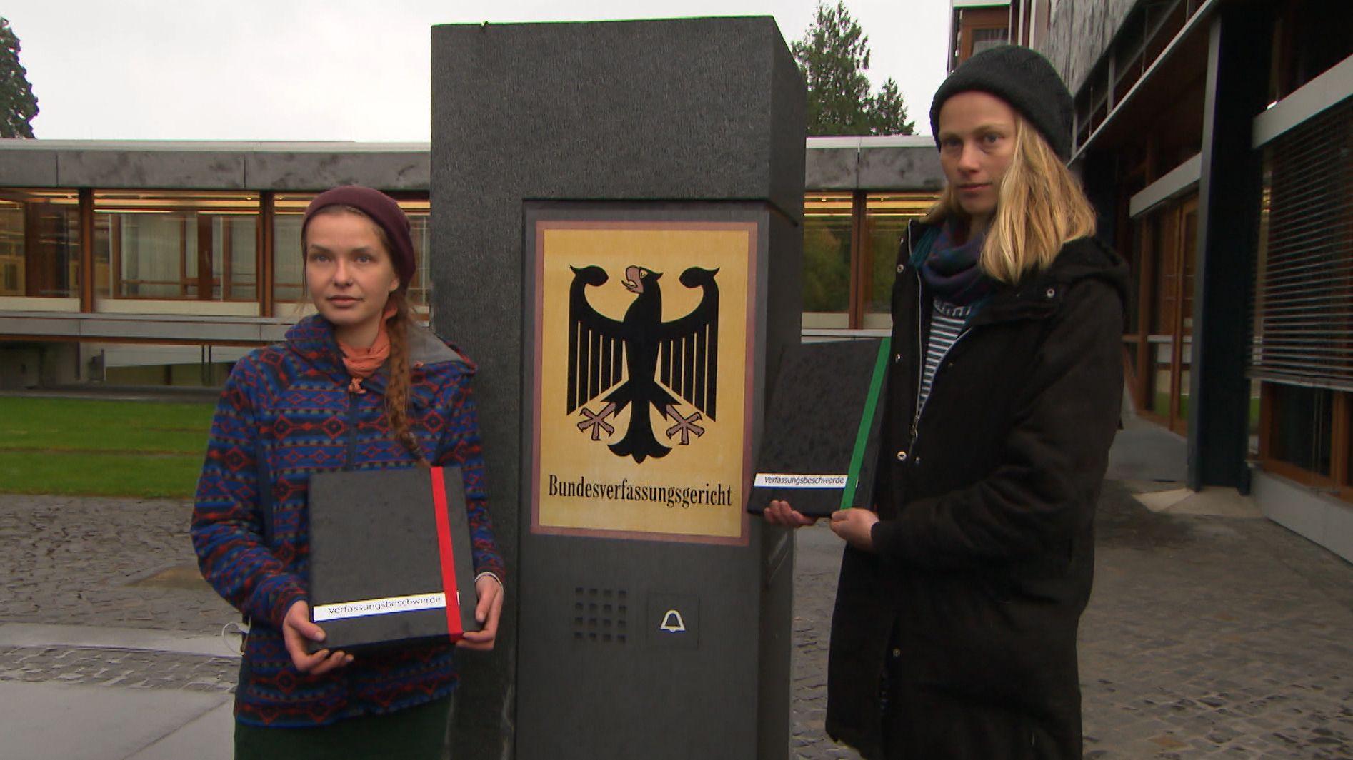 Die beiden Studentinnen aus Olching, die wegen Diebstahls verurteilt wurden, haben heute Beschwerde in Karlsruhe eingelegt.