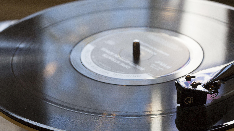Etwas zum Anfassen, ins Regal Stellen, Verschenken, Verlieren: Die gute, alte Schallplatte