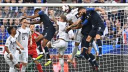 Spielszene Frankreich - Deutschland | Bild:picture-alliance/dpa