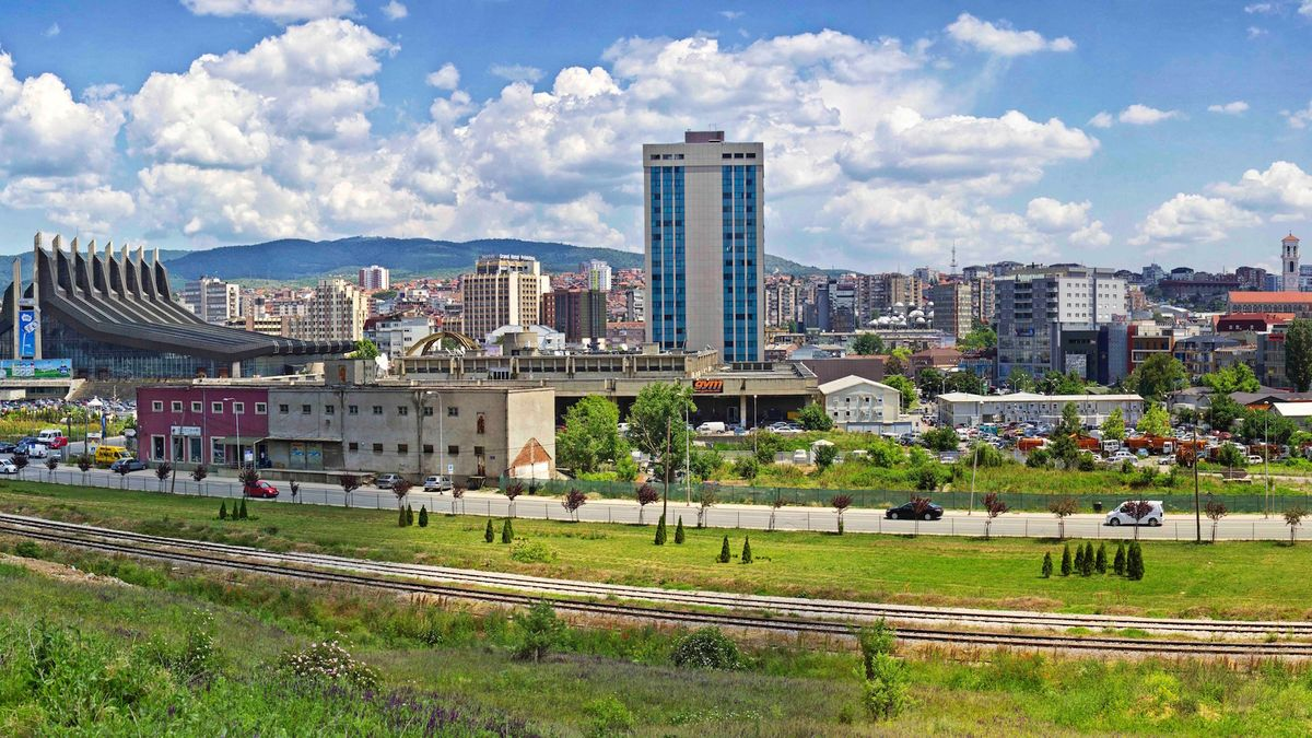 Kosovo - Hauptstadt: Prishtina - Einwohner: 1.820.631 (2013) - Amtssprachen: Albanisch, Serbisch Währung: Euro (EUR) unilateral bestimmt