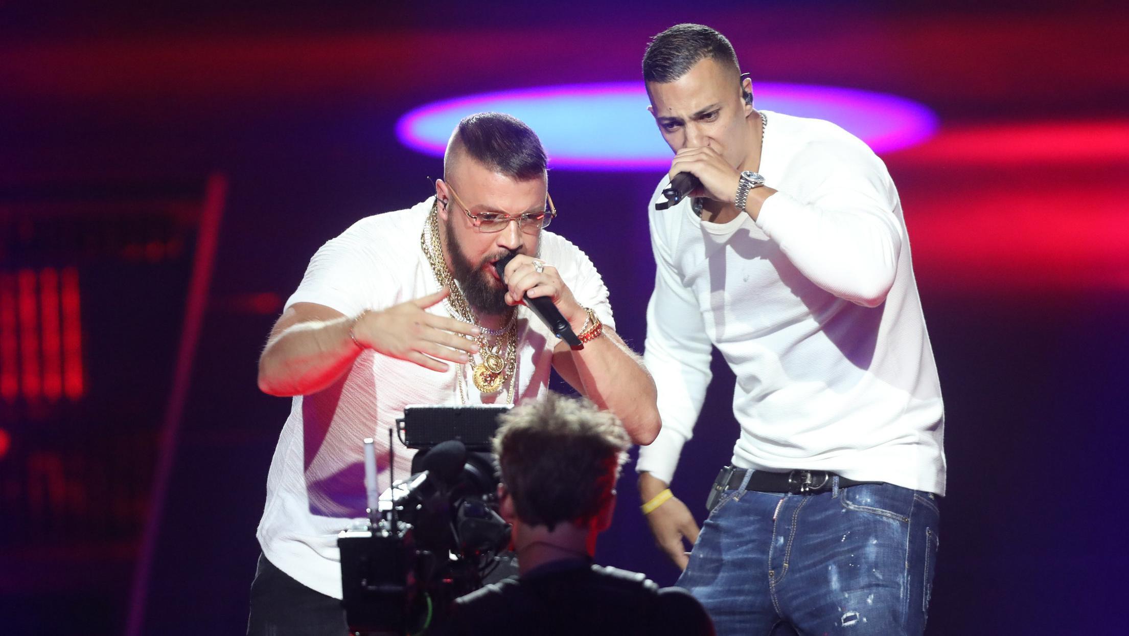 Die beiden Rapper vor der Fernsehkamera