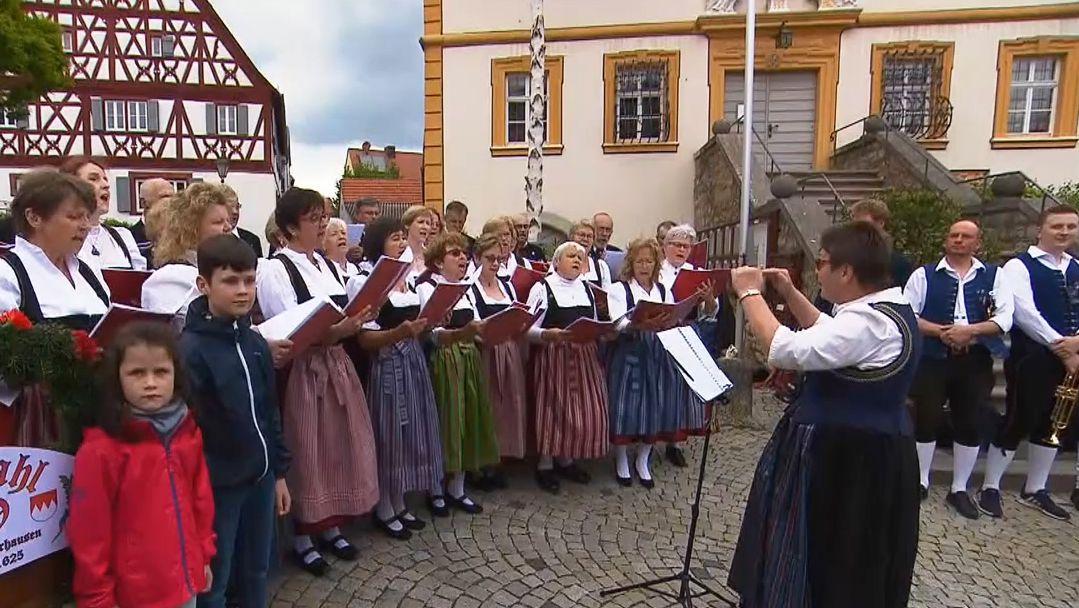"""er evangelische Kirchenchor von Winterhausen beim """"Ansingen"""""""