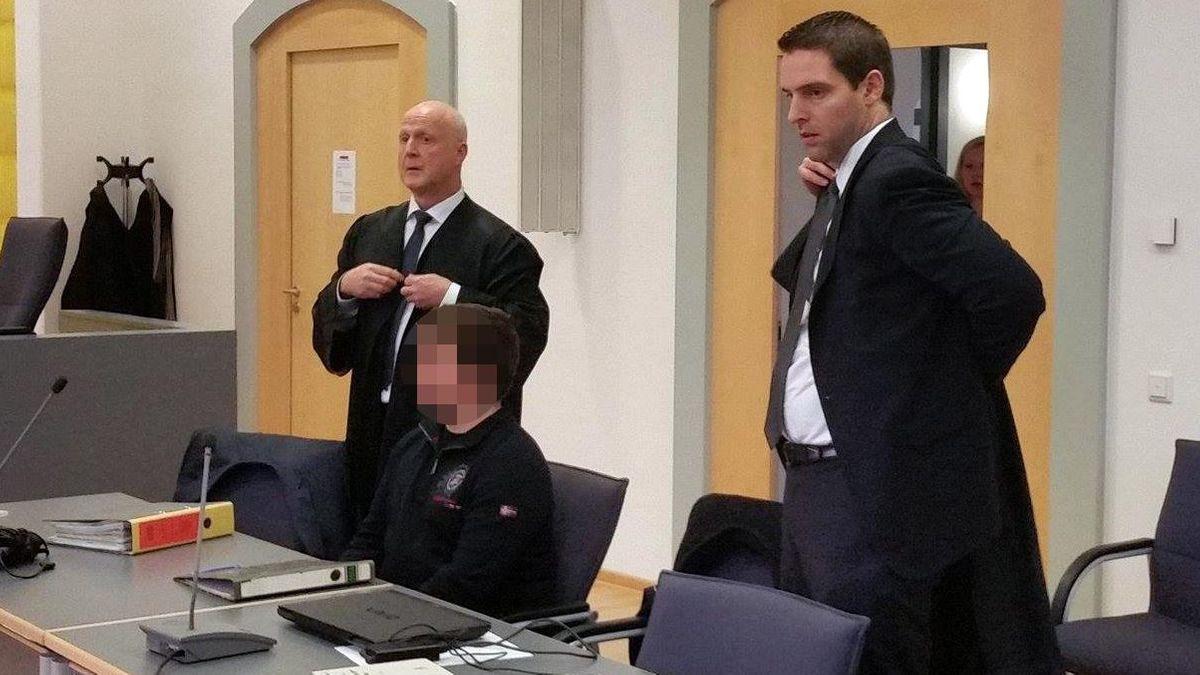 Der Angeklagte (Mitte) und seine Verteidiger beim Prozess 2016 am Regensburger Landgericht