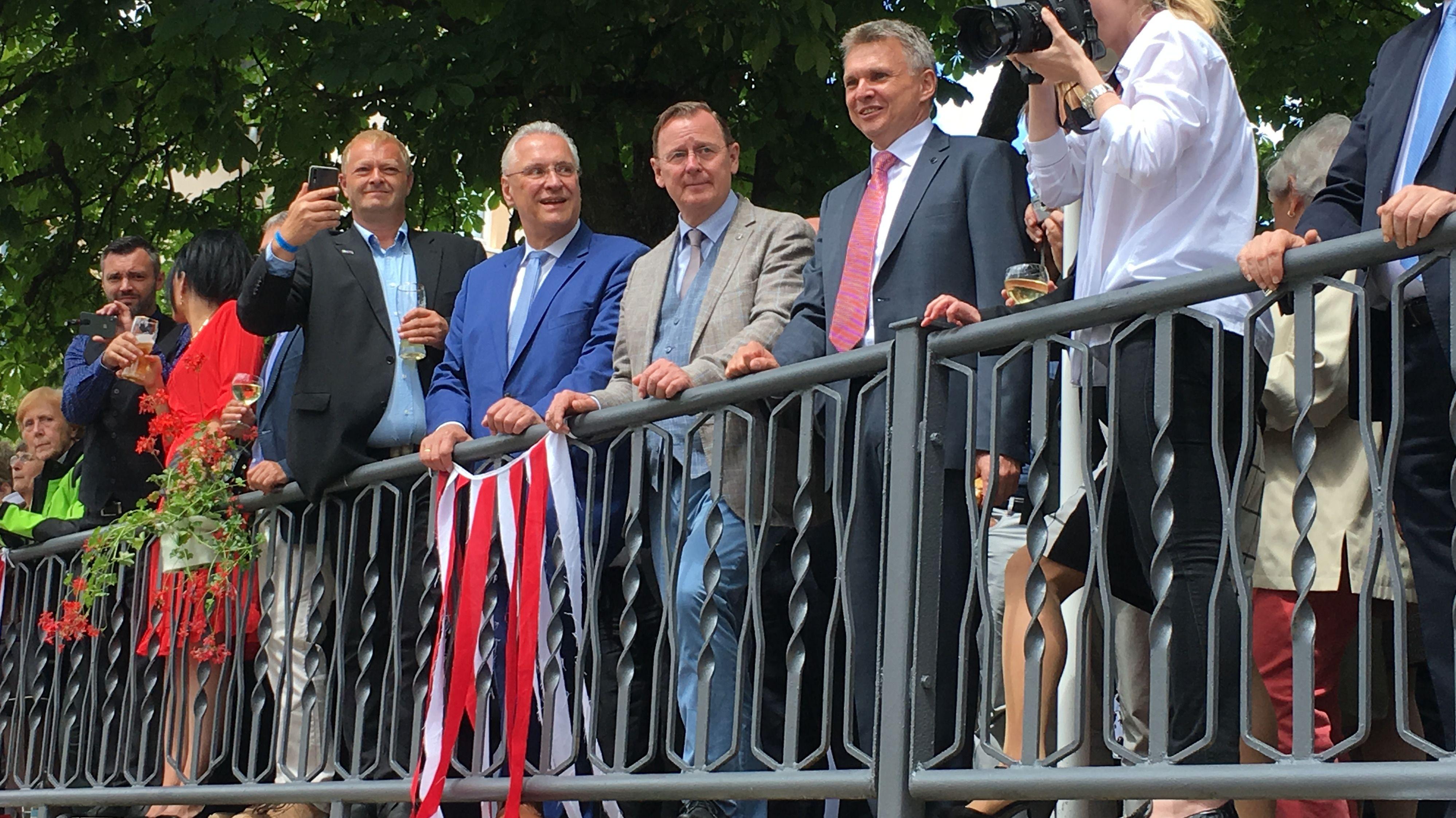 Bayerns Innenminister Joachim Herrmann (CSU) (2. v.l.)., Bodo Ramelow (Die Linke), Ministerpräsident von Thüringen (3. v. l.)