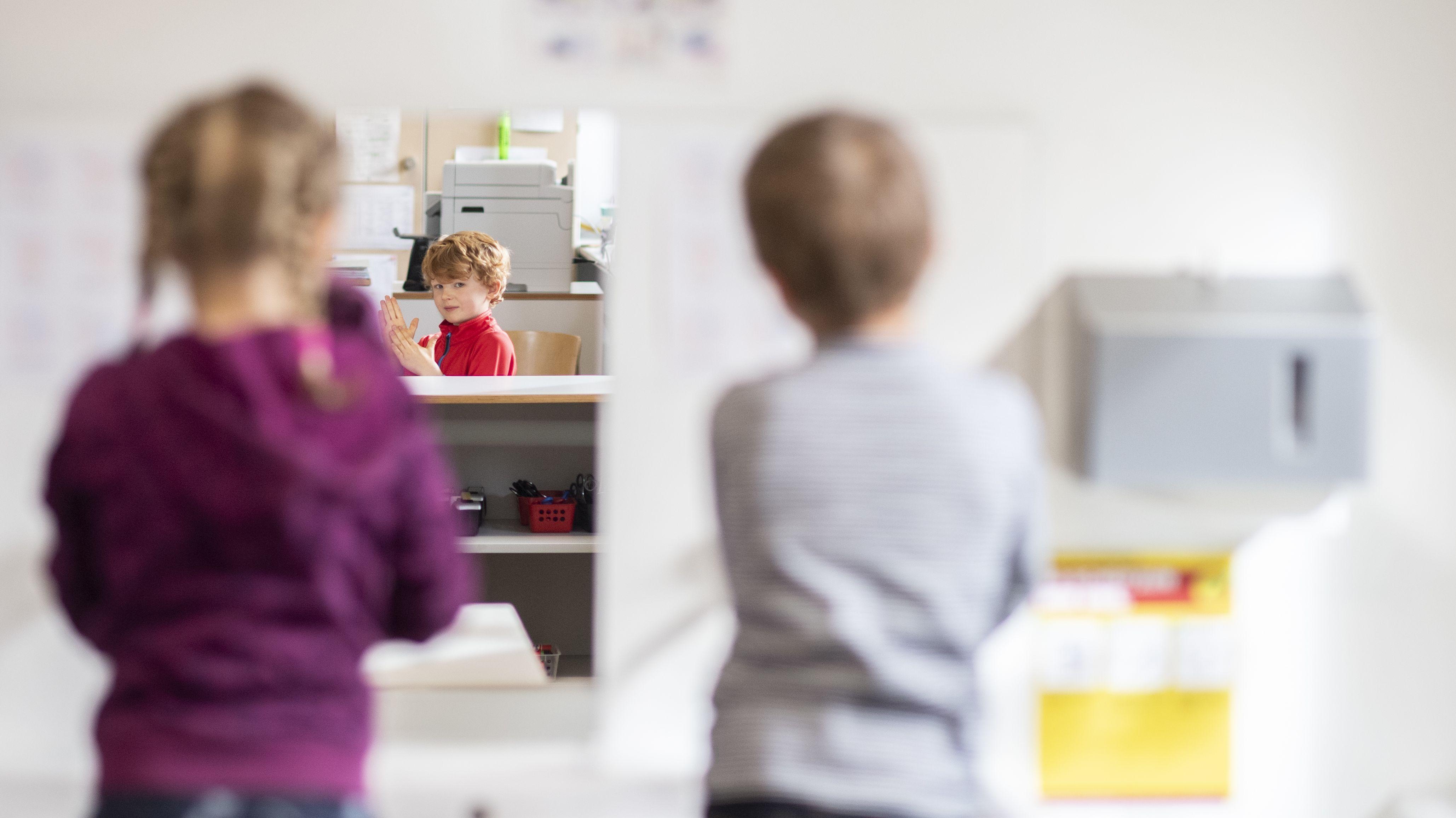 Symbolbild: Kinder beim Händewaschen