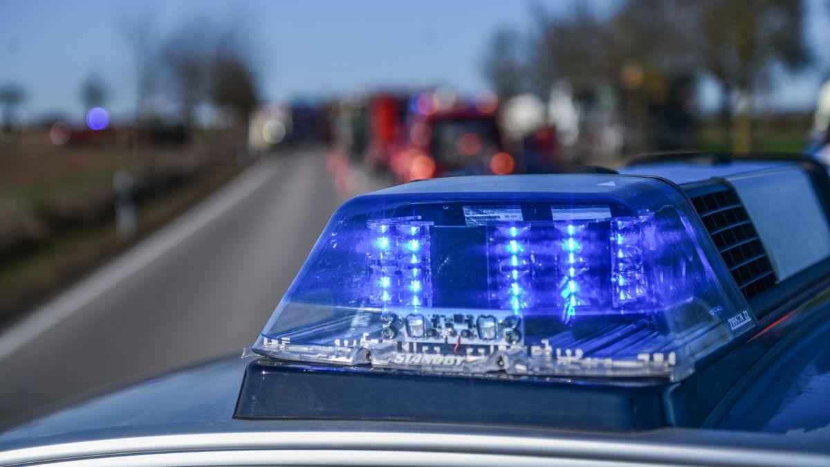 Das Blaulicht eines Einsatzfahrzeuges der Polizei.